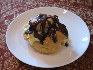 Cream puff filled w/ vanilla pudding and drizzled w/ chocolate